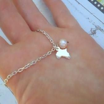 Little Africa and pearl bracelet